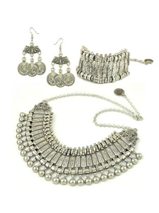 Picture of 4 Pcs Women's Jewelry Set Bohemian Carved- Pattern Exotic Style Refined Jewelry